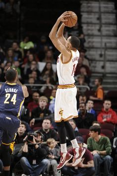 Guard Shaun Livingston takes a shot against the Indiana Pacers at Quicken Loans Arena in Cleveland, Ohio - photo courtesy of David Liam Kyle / NBAE via Getty Images.