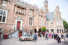 Afbeelding van http://www.darioendara.nl/wp-content/uploads/2013/11/26-bruidsfotografie-Haarlem-stadhuis.jpg.
