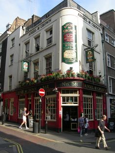 Angel & Crown, London- such a fun pub I visited in London.