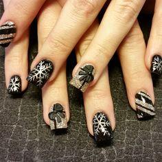 black and gold xmas by Oli123 - Nail Art Gallery nailartgallery.nailsmag.com by Nails Magazine www.nailsmag.com #nailart