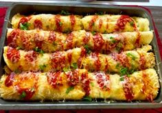 Naleśniki zapiekane z mięsem i warzywami - Blog z apetytem Crepes, Kitchen Recipes, Cooking Recipes, High Carb Diet, What To Cook, Chicken Recipes, Food Porn, Dinner Recipes, Dinner Ideas
