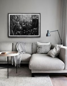 Living in an apartment, or in an older home with tiny rooms, can present a challenge: how to make your limited space seem larger. Try these 80 Stunning Modern Apartment Living Room Decor Ideas And Remodel. Living Pequeños, Living Room Grey, Living Room Modern, Living Room Interior, Living Room Designs, Living Room Decor, Small Living, Living Rooms, Nordic Living Room