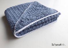 Ravelry: Babycape Roan pattern by Wietske Meindertsma Drops Design, Crochet Baby, Knit Crochet, Cool Baby Stuff, Baby Patterns, Hobbit, Baby Kids, Zip Around Wallet, Winter Hats