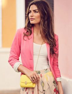Trend: feminine colours, floral skirt, bright cross-body bag | Must Have Outfits