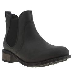 Looking for a Chelsea boot update for the coming season? Well look no further than the Bonham from UGG Australia. Arriving in a black leather upper, elasticated sides mean easy slip-on wear. A cosy shearling lining and 3.5cm heel finish things nicely.