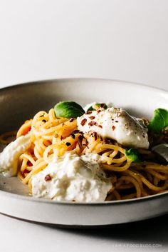 one pot pasta in 20 minutes! super sweet summer tomatoes, basil and burrata :P