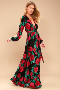 Every pose will be on point in the Strike a Rose Black Floral Print Long Sleeve Maxi Dress! Stunning red and green floral print decorates lightweight woven fabric as it sweeps into a surplice bodice (with modesty snap), and long, slit sleeves with button cuffs. Elastic waist (with sash tie) flows into a full maxi skirt.