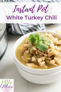 The best Instant Pot White Turkey Chili recipe. This chili is healthy and zero Weight Watchers smart points. The flavor is amazing with pressure cooking. Chili Recipes, Crockpot Recipes, Healthy Recipes, Delicious Recipes, Ww Recipes, Turkey Recipes, Soup Recipes, Instant Pot Pressure Cooker, Pressure Cooker Recipes