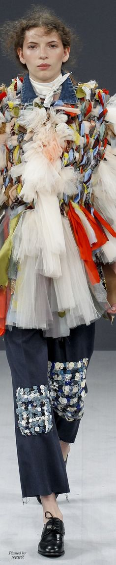 Viktor & Rolf Fall 2016 Couture Victor And Rolf, Runway Fashion, Fashion Trends, Fashion 2016, Viktor Rolf, Designer Gowns, Couture Collection, World Of Fashion, Her Style