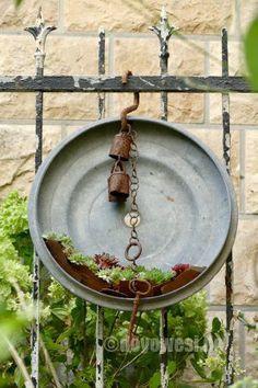 Urban Garden Design, Herb Garden Design, Diy Garden Decor, Garden Pots, Sempervivum, Decor Scandinavian, Garden Images, Garden Signs, Garden Trellis