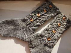 Cable knit button-up socks vol. Fingerless Gloves, Cable Knit, Arm Warmers, Button Up, Dancing, Sons, About Me Blog, Knitting, Crochet