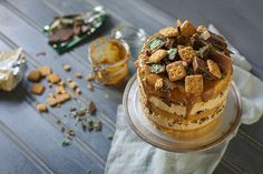 A twist on the South African peppermint crisp tart, this caramel peppermint crisp cake has layers of coconut sponge, tinned caramel and peppermint crisp! Coconut Biscuits, Tea Biscuits, Cake Recipes, Dessert Recipes, Desserts, Coconut Sponge Cake, Peppermint Crisp Tart, Caramel Mousse, Fridge Cake