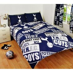 This Tottenham Double Duvet Cover is the perfect bedding set for Spurs fans of all ages! The duvet cover features a fun design that includes the club crest, White Hart Lane street sign and the year of establishment in a repeat pattern on a blue background Full Size Duvet Cover, Duvet Cover Sizes, Quilt Cover Sets, Set Cover, Double Duvet Set, Double Duvet Covers, Bed Duvet Covers, Dorm Bedding Sets, Duvet Sets