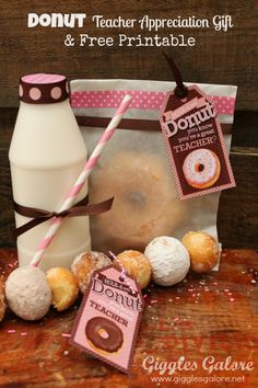 Teacher Appreciation Gifts: 'Donut' You Know Your a Great Teacher Free Printable. Could use this concept and get a big donut for the teacher and donut holes for the kids' snack Staff Gifts, Student Gifts, Teacher Gifts, Teacher Stuff, Presents For Teachers, Teacher Appreciation Week, Volunteer Appreciation, Back To School Teacher, School Gifts