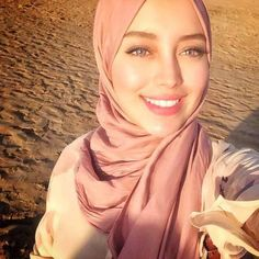 This is beautiful, but I like the hijab to be looser.It's too hot here to wear it so tightly!:P