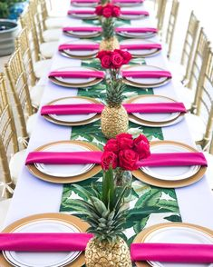 Fun and tropical Luau Theme Party, Festa Party, Comment Dresser Une Table, Havana Nights Party, Tropical Centerpieces, Hawaiian Theme, Flamingo Party, Event Decor, Party Planning
