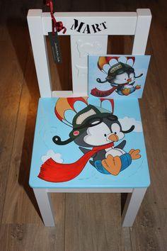 Wist je dat je deze stoeltjes zowel kunt afhalen als laten thuisbezorgen? Ik beschilder ze in de stijl van het geboortekaartje. Zo heb je altijd een uniek cadeau! Meer info? www.jessika-atelier.nl