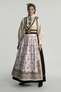 fantasistakk-0986 Folk Costume, Costumes, Folk Fashion, Womens Fashion, European Dress, Drawing Clothes, Nordic Style, Vintage Dresses, Boho