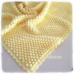 Mikeisha's Baby Blanket - Super easy pattern for a textured crochet Baby Blanket with bobbles (popcorn stitch) Crochet Bobble Blanket, Baby Afghan Crochet Patterns, Crochet Baby, Baby Blanket Knit, Diy Crafts Crochet, Bobble Stitch, Knitted Baby Blankets, Crochet Round, Start Knitting