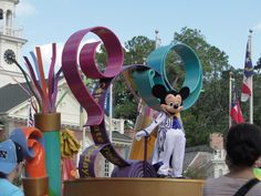 Free Things to do in Disney World and What to do for a birthday at Disney there too!! Awesome ideas