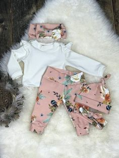 Newborn Girl Coming Home Outfit, Blush Watercolor Earth Tone Girl Outfit, Girl Take Home Outfit, Newborn Clothing, Premie Clothing - Claudia - Kindermode Girls Coming Home Outfit, Take Home Outfit, Newborn Outfits, Baby Outfits, Newborn Clothing, Blush Clothing, Clothing Sets, Tennis Outfits, Nike Outfits