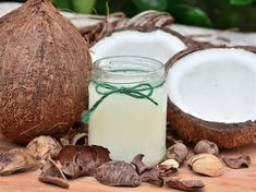 Oil pulling Ayurveda is Ancient technique, how oil pulling work? how often oil pull? oil pulling for acne? oil pulling for teeth? Coconut Oil Hair Mask, Coconut Oil For Skin, Organic Coconut Oil, Beneficios Do Coco, Coconut Water Benefits, Coconut Oil Uses, Oil Pulling, Oils For Skin, Home Remedies