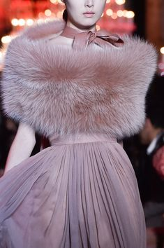 View all the detailed photos of the Elie Saab haute couture fall 2014 showing at Paris fashion week. Style Couture, Couture Details, Couture Fashion, Runway Fashion, Paris Fashion, Elie Saab Couture, Fur Fashion, High Fashion, Fashion Show
