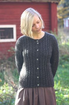 "(unique construction to me anyway) Clara is a cardigan knitted flat, bottom-up in one piece with very little sewing involved. Sleeves are knitted separately and joined with the body in a way that creates ""set-in sleeve"" look. Cardigan Design, Cardigan Pattern, Knit Cardigan, Pullover Sweaters, Knitting Sweaters, Cardigans, Irish Fashion, Classy Girl, Knit Patterns"