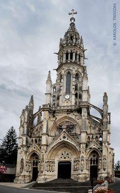 Basilique Notre-Dame. Chateauneuf-dur-Cher. Centre