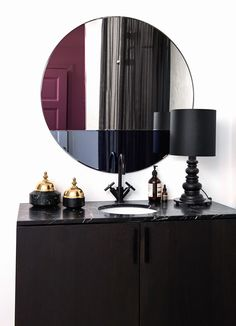 NOUVEAU 90 The Nouveau 70/80/90 round mirror serie unites elegance with simplicity and is characterised by its geometric and color detailing. The mirrors, which comes in three different sizes with different color combinations has references to the 1980's time period but is able to add personality to every contemporary setting and enrich the decoration, whether it is a bedroom, bathroom, hallway or a dressing room.