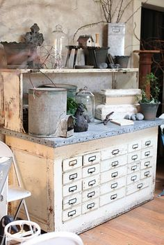How lovely is this potting table? As an alternative, you could repurpose an old library card catalog cabinet into a potting table for your garden shed! Each of those drawers could hold different seeds :) THIS WOULD BE BEAUTIFUL IN A KITCHEN ALSO! Sutter Creek, Potting Tables, Vibeke Design, Potting Sheds, Cool Ideas, 31 Ideas, Decor Ideas, Cottage Style, Vignettes