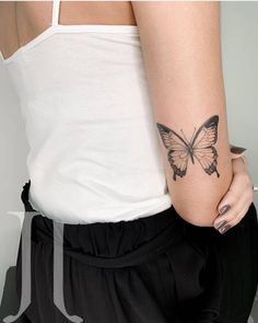Butterfly tattoo design has always been popular with women, it always stands out in other tattoo designs. Butterfly is a symbol of freedom and beauty. Small Hand Tattoos, Hand Tattoos For Women, Dainty Tattoos, Pretty Tattoos, Tattoo Designs For Women, Cute Tattoos, Leg Tattoos, Body Art Tattoos, Sleeve Tattoos