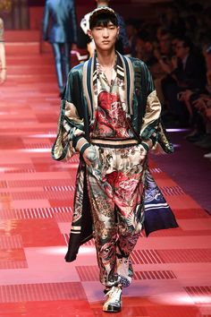 Dolce & Gabbana Spring 2018 Menswear Fashion Show Collection Style Haute Couture, Couture Fashion, Runway Fashion, Male Fashion Trends, Best Mens Fashion, Fashion Styles, Asian Fashion, High Fashion, Fashion 2018