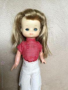 Muñeca Lesly de Famosa con ropa original