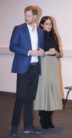 Prince Harry Photos - Prince Harry and his fiancee US actress Meghan Markle visit Nottingham Academy on December 1, 2017 in Nottingham, England. Prince Harry and Meghan Markle announced their engagement on Monday 27th November 2017 and will marry at St George's Chapel, Windsor in May 2018. - Prince Harry & Meghan Markle Visit Nottingham