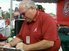 Eli Gold...THE voice of Alabama! Love listening to him call a game!