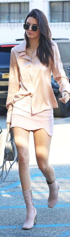 Kendall Jenner in soft blush • Street CHIC • ❤️ Babz™ ✿ιиѕριяαтισи❀ #abbigliamento