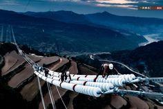 一周图片精选【第304期】2015.10.17-10.23_网易新闻October 13, 2015, Shanxi Yuncheng, construction workers on the spiritual state to Shaoxing HVDC transmission line project