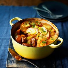 If you'd like to lose weight - without ever feeling hungry - welcome to Slimming World. We help thousands of members achieve their weight loss dreams - you can too. Lamb Casserole Recipes, Lamb Recipes, Pizza Topped Chicken, Lancashire Hot Pot, Stewing Steak, Cooking Recipes, Healthy Recipes, Healthy Food, Healthy Meals