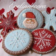 Icing cookies: Santa and snowflakes by Evelindecora (Cake Pops Weihnachten) Christmas Sugar Cookies, Christmas Sweets, Noel Christmas, Christmas Goodies, Holiday Cookies, Christmas Cooking, Gingerbread Cookies, White Christmas, Christmas Cakes