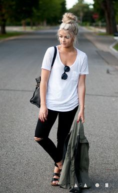 LoLoBu - Women look, Fashion and Style Ideas and Inspiration, Dress and Skirt Look Mode Outfits, Jean Outfits, Fall Outfits, Casual Outfits, Fashion Outfits, Black Jeans Women, Black Jeans Outfit, Tshirt And Jeans Outfit, Black Skinnies