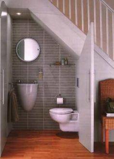 a little bathroom under the stairs... loooove it!!!!  ESPACIOS MUERTOS (pág. 2) | Decorar tu casa es facilisimo.com
