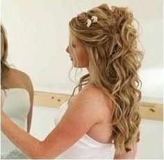 Beautiful wedding hairstyle for long hair. Half up half down. Nice and wavy