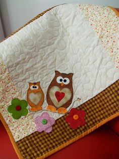 Cute idea for the back of a quilt! Patch Quilt, Applique Quilts, Embroidery Applique, Fabric Postcards, Cute Quilts, Animal Quilts, Quilted Table Runners, Mug Rugs, Applique Designs