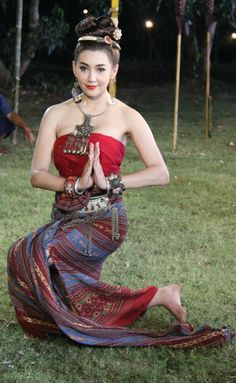 Thai Actress in the northern thai dress. Traditional Thai Clothing, Traditional Fashion, Traditional Dresses, Thailand Fashion, Thai Fashion, Thai Dress, Thai Style, Sexy Girl, Foto Pose