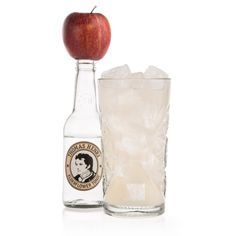 Apple & Elderflower Collins: 5 cl Gin, 2 cl Zitronensaft, 4 cl Apfelsaft naturtrüb, 1 cl Zuckersirup, Thomas Henry Elderflower Tonic, Glas: Longdrink / Garnitur: Basilikumzweig