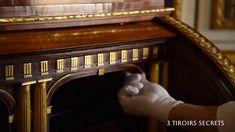 Secrétaire à cylindre mécanique de Sa Majesté le Roi Louis XVi à Versailles.