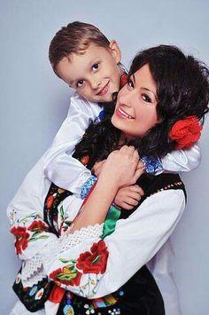 Costumes Around The World, Beautiful Costumes, Mother And Child, Anastasia, Around The Worlds, Women's Fashion, Traditional, Children, Image