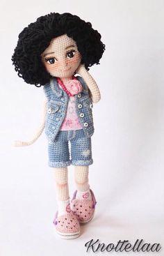 No photo description available. Knitted Dolls, Crochet Dolls, Cute Crochet, Beautiful Crochet, Yarn Crafts, Diy And Crafts, Amigurumi Doll, Doll Toys, Doll Clothes