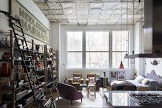 Hussein Jarouche & Ana Strumpt loft in Chelsea, New York . Thats what a loft should look like ! New York Loft, Luxury Duvet Covers, Luxury Bedding Sets, Moderne Lofts, Deco New York, New Yorker Stil, Loft Industrial, Vintage Industrial, Loft Stil